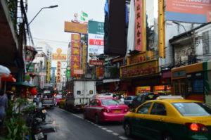 fietsen-door-chinatown-bangkok